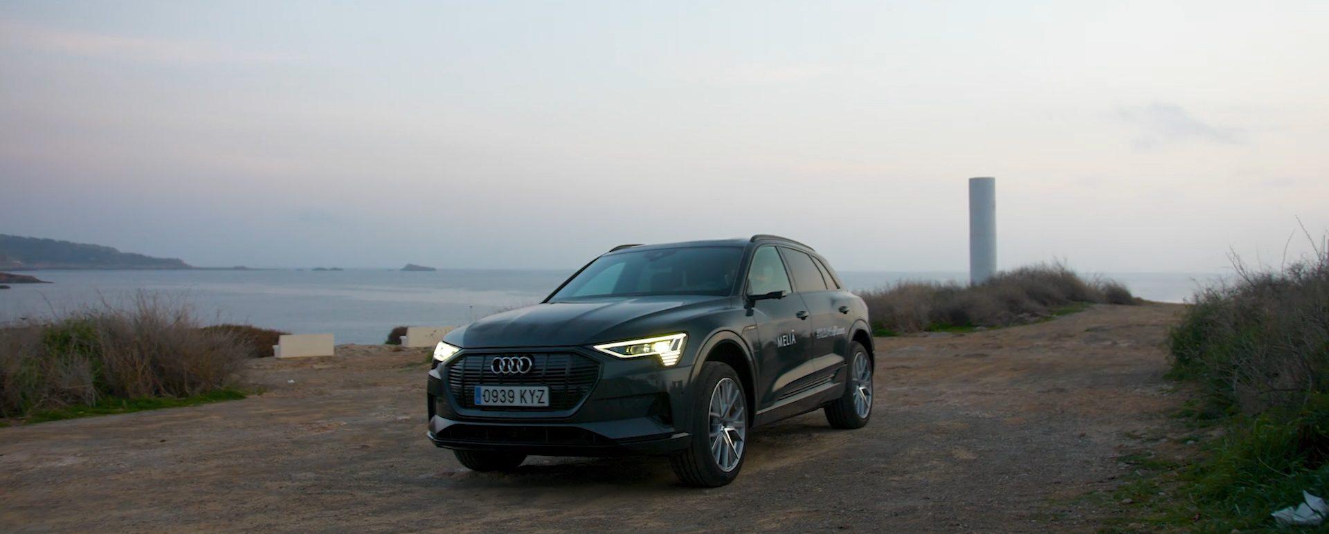 Audi etron en un mirador